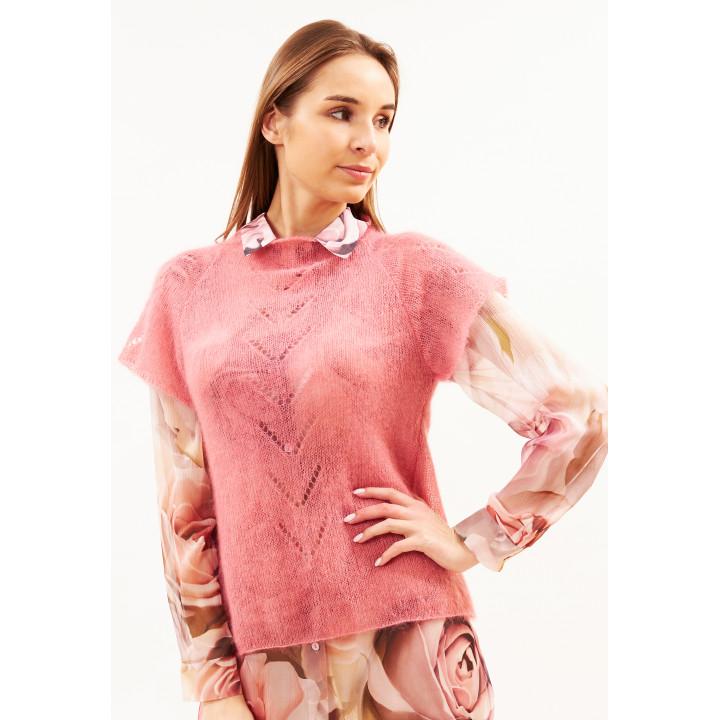 Жилет ручной работы розового цвета
